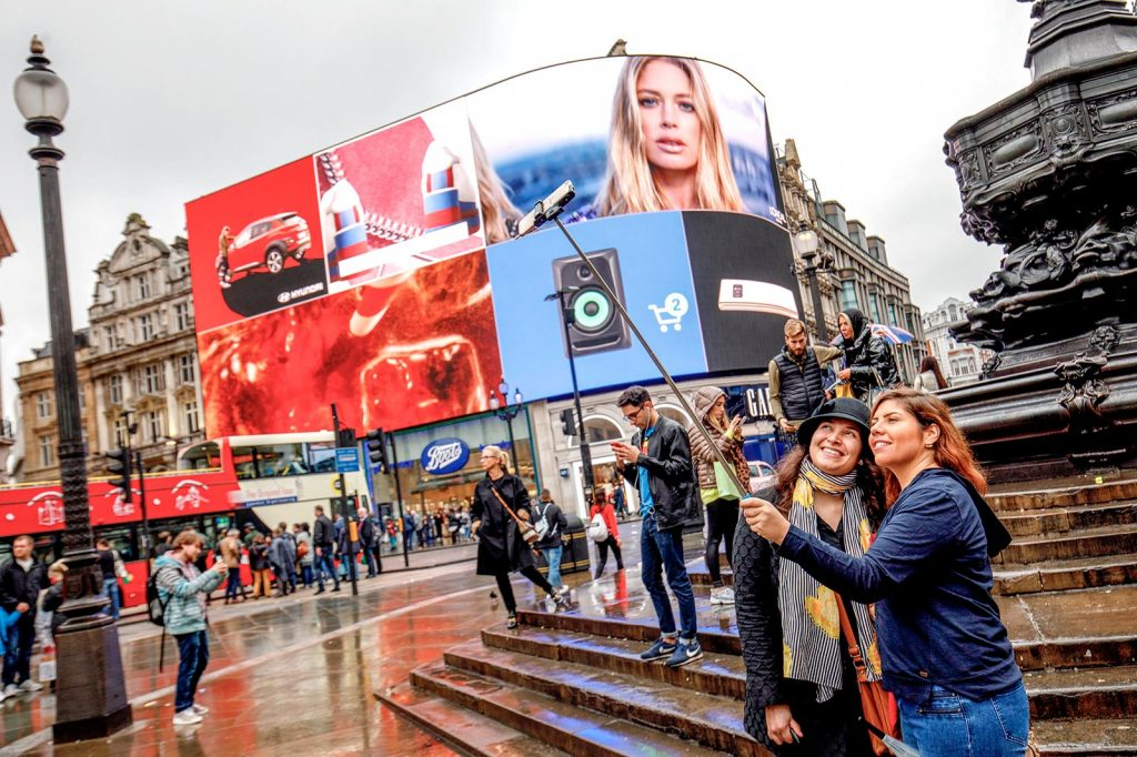 BRITAIN-ECONOMY-RETAIL-ADVERTISING